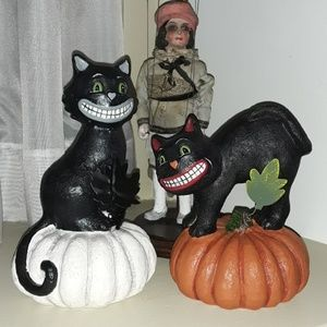 NWT Set of 2 FUN Halloween Black Cats on Pumpkins